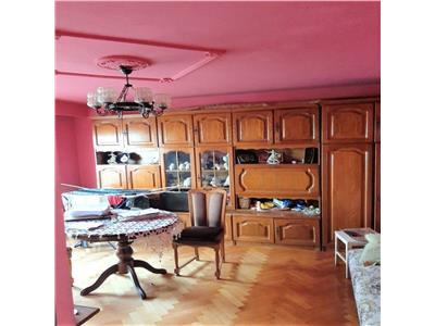 Apartament cu 4 camere decomandat, et. intermediar, zona P-ta Marasti