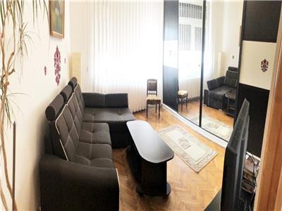 Apartament 3 camere cu parcare si balcon la curte in zona Semicentrala