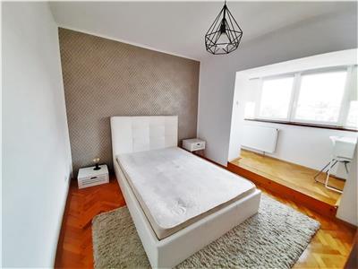 Apartament Spatios cu 4 camere si 2 Balcoane, Piata Cipariu