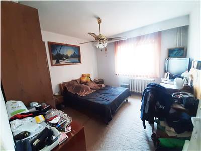 Apartament spatios, 4 camere Decomandate, etaj intermediar, in Marasti