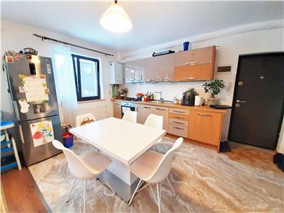 Apartament Modern cu 3 camere in Bloc NOU, parcare si curte de 45 mp!