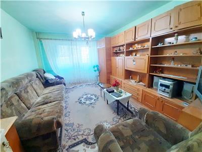 Apartament spatios cu 2 camere, etaj intermediar, Intre Lacuri