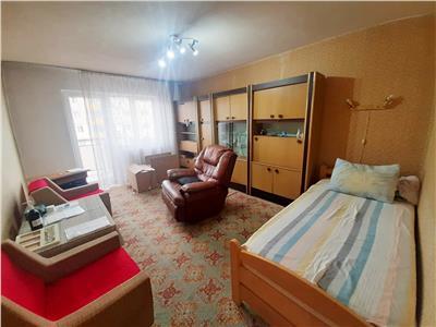 Apartament spatios, 3 camere decomandate, etaj intermediar, Manastur