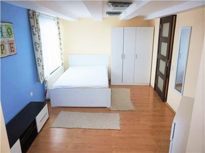 Apartament in vila cu 4 camere dispuse pe un nivel, Parcare, Someseni