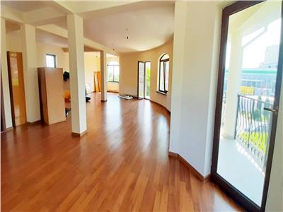 Casa de tip individuala 360mp ideala pentru spatiu de birouri