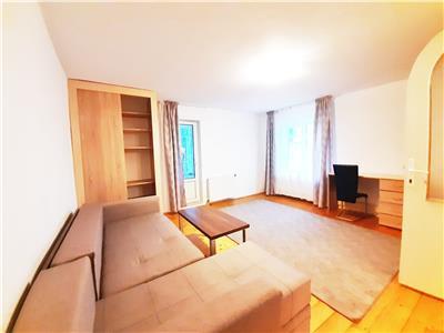 Apartament cu 3 camere Decomandate si Parcare, zona UMF