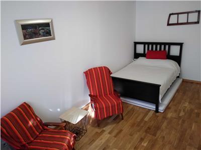 Apartament in zona UMF cu 2 camere si Parcare, Central