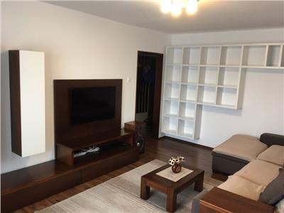 Apartament 3 camere decomandate, etaj 3, Intre Lacuri