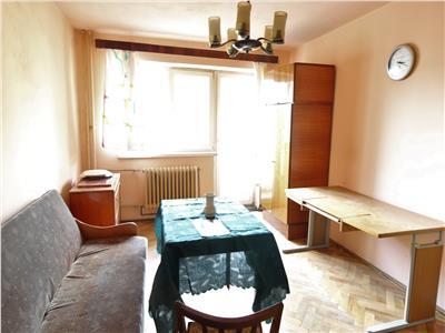 Apartament 2 camere, decomandat, etaj intermediar, C. Floresti