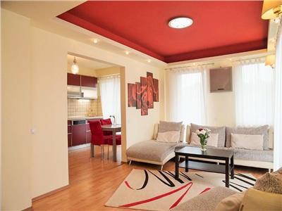 Apartament 4 camere,frumos aranjat, cu parcare, zona Intre Lacuri