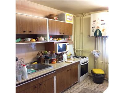 Apartament 2 camere decomandate, etaj 2, Intre Lacuri
